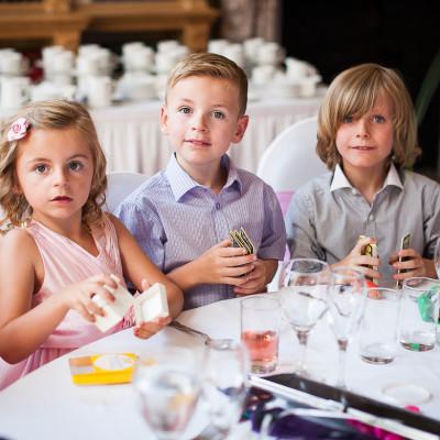 kids on the wedding image