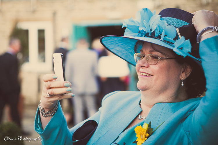 iphone on the wedding