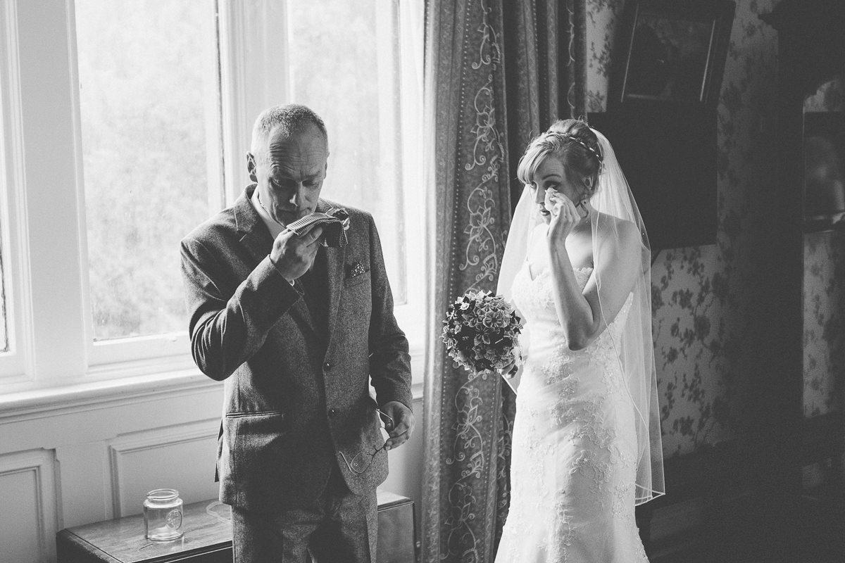 father and bride emotional picture